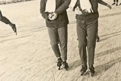 Nooitgedagt1961_Hennie-en-Fallie-op-de-ijsbaan-1